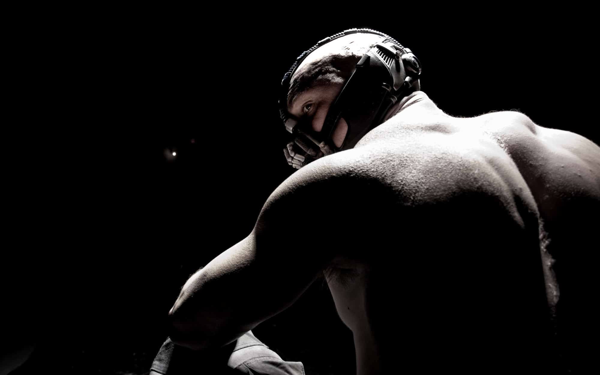 The-Dark-Knight-Rises-Photo-Promo-01-Bane