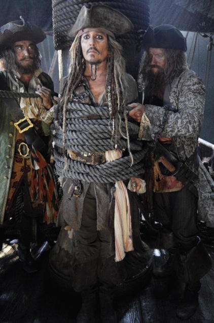 Pirates-of-the-Caribbean-Dead-Men-Tell-No-Tales-2017-Movie-Picture-01