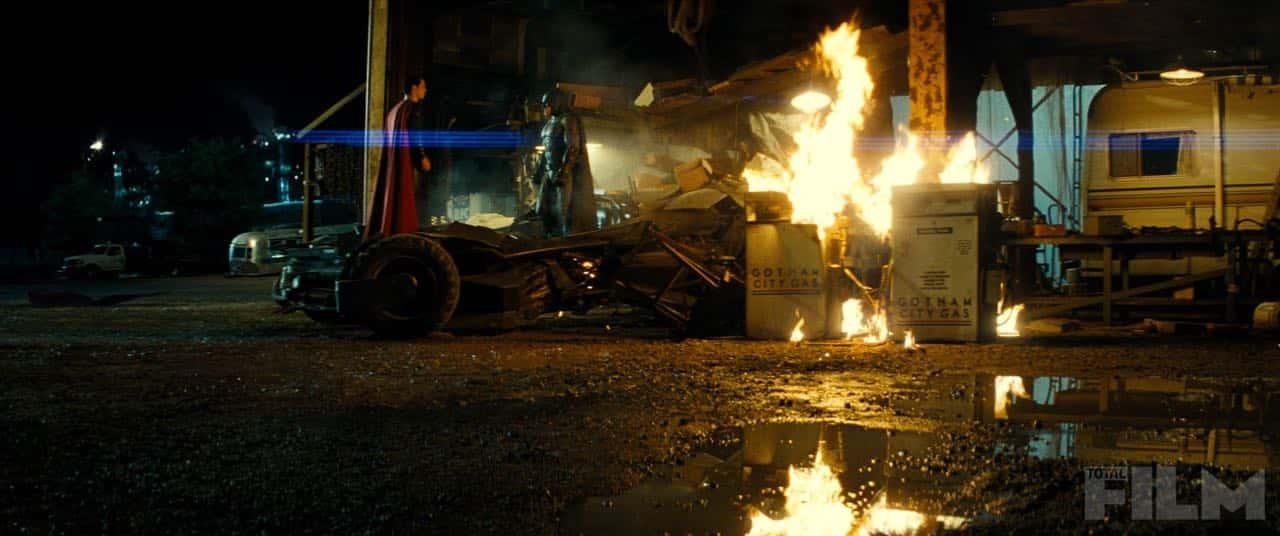 Batman-v-Superman-Dawn-of-Justice-2016-Movie-Picture-31