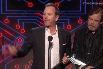 Kiefer-Sutherland-and-Mark-Hamill-at-Game-Awards-2015-Metal-Gear-Solid-V-The-Phantom-Pain-360x240