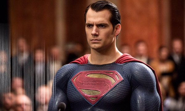 Henry Cavill est Superman dans Batman v Superman