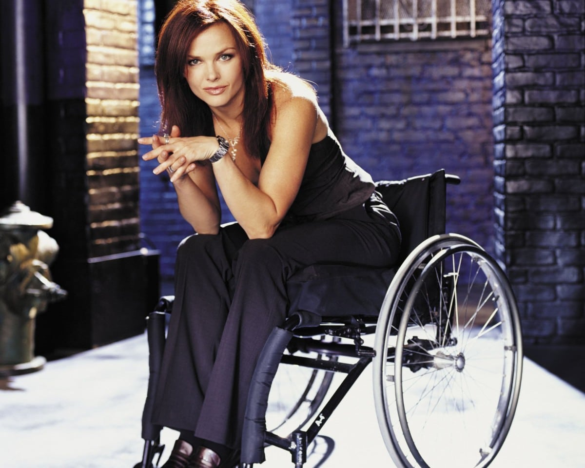 birds-of-prey-oracle-dina-meyer