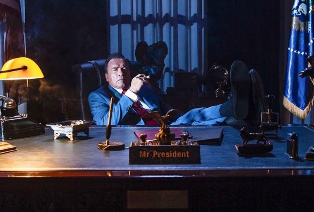 Arnold Schwarzenegger est le président des Etats-Unis dans Kung Fury 2.